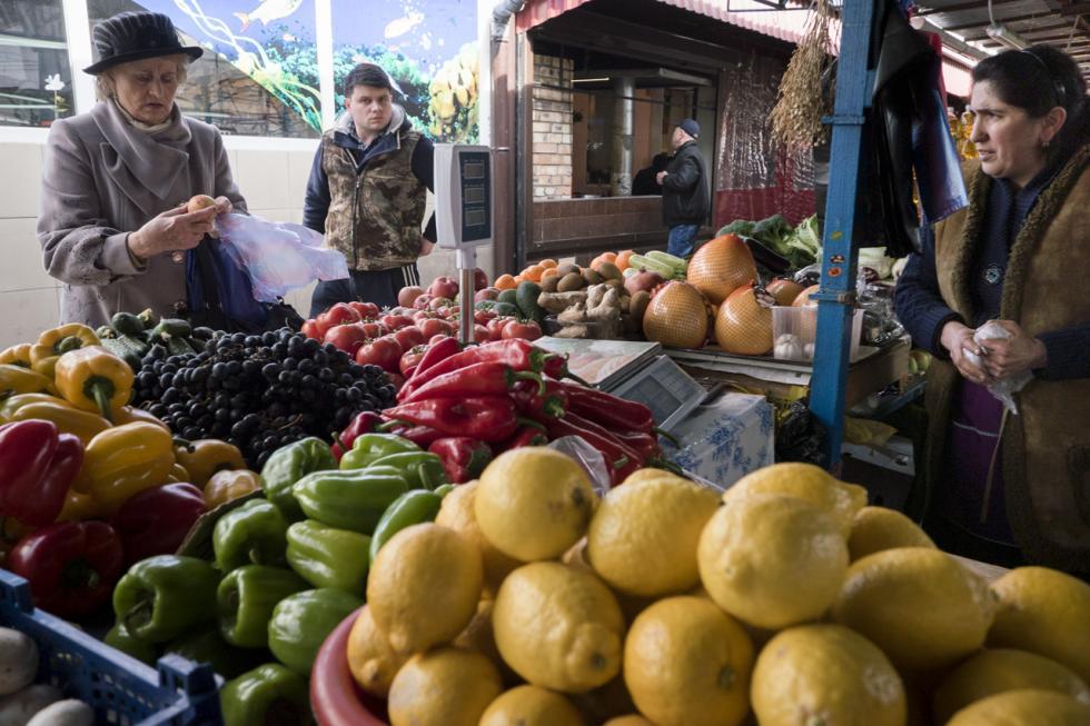 辛菲罗波尔当地市场。摄影:Sergey Melikhov