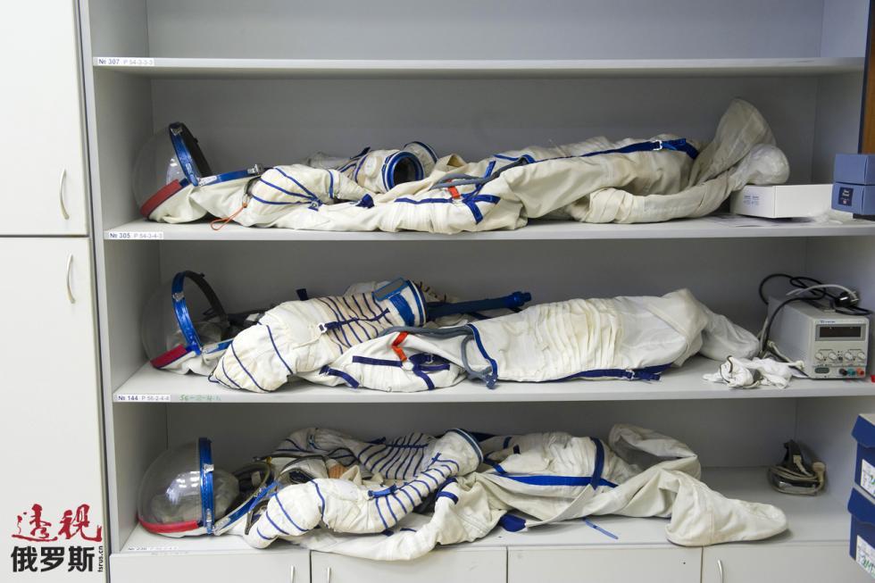 太空服。图片来源:路透社