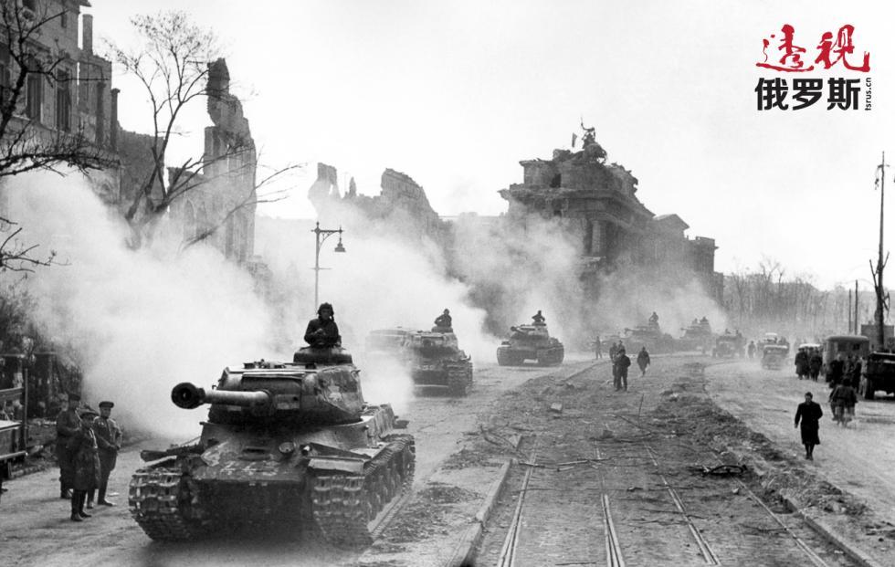 1945年5月。苏联坦克早柏林。图片来源:塔斯社