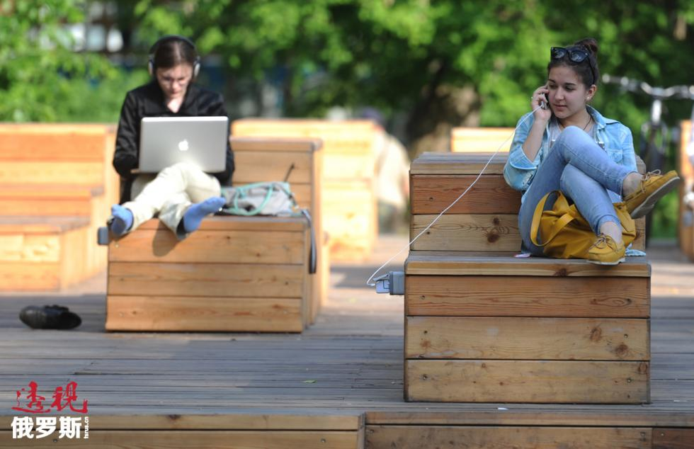 莫斯科的24座公园里可以使用免费无线网络。图片来源:Kirill Kallinikov/俄新社