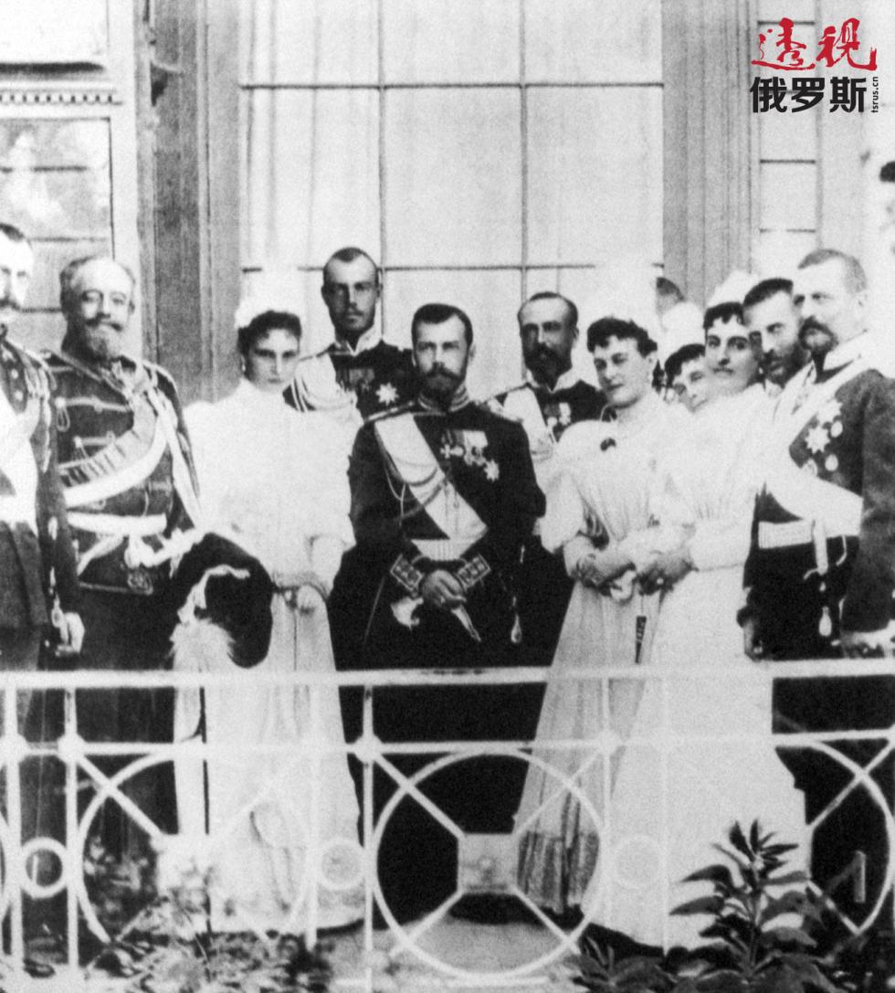 罗曼诺夫家族在里瓦几亚宫。图片来源:塔斯社