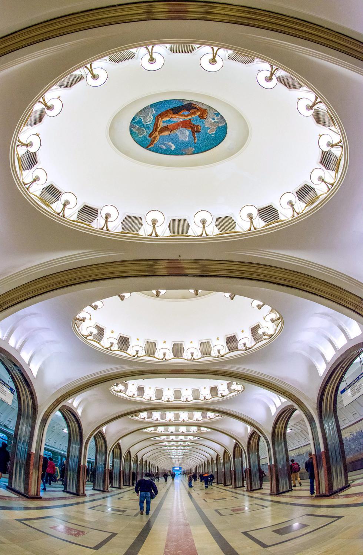 莫斯科地铁马雅科夫斯卡娅站。 图片来源:Nikolai Galkin/塔斯社