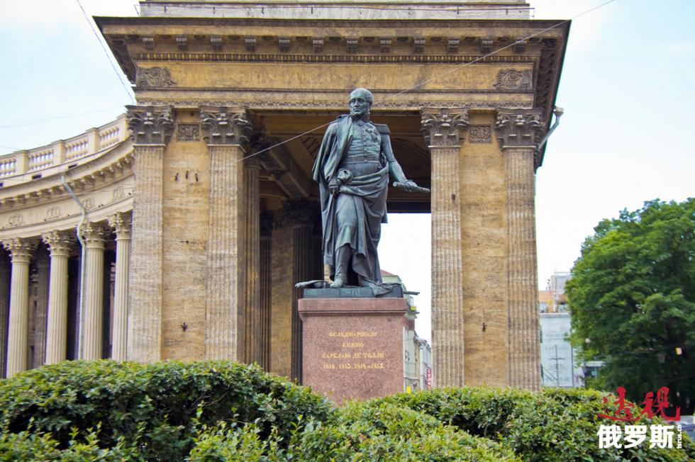 米哈伊尔·巴尔克拉伊-德-托利(1761–1818)的纪念像。图片来源:Lori / Legion-Media