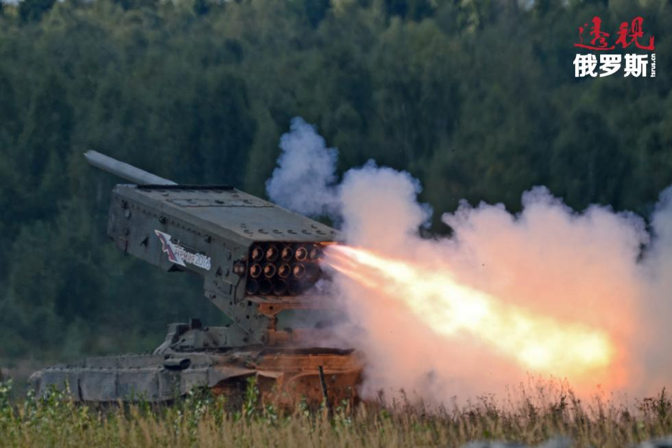 """重型火焰喷射系统TOS-1""""布拉蒂诺""""。 图片来源:Evgeny Biyatov  / 俄新社"""