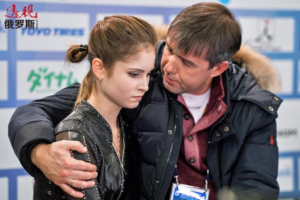 尤利娅·利普尼茨卡娅与她的教练阿列克谢·乌尔曼诺夫。图片来源:Vladimir Pesnya / 俄新社