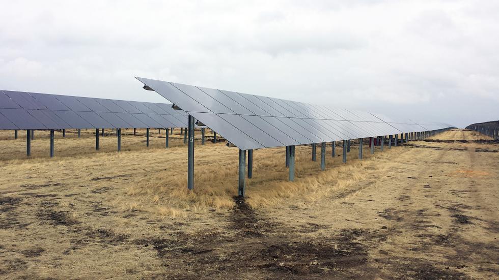 俄罗斯巴士科尔托斯坦共和国太阳能发电站。图片来源:Press photo