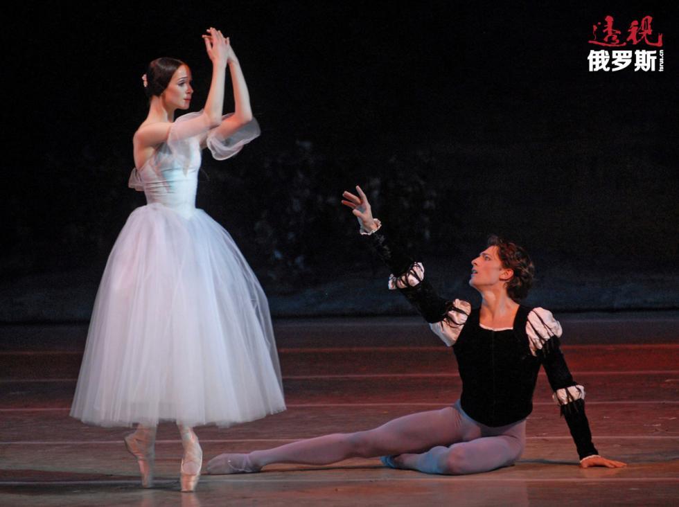 奥列西娅·诺维科娃扮演吉赛尔。图片来源:Valentin Baranovskiy / 俄新社