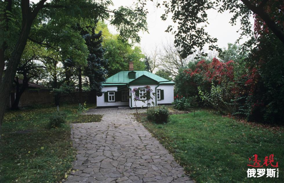 安东·契诃夫和父母住过的绿顶小白屋如今成了博物馆。图片来源:Aleksandr Polyakov/俄新社