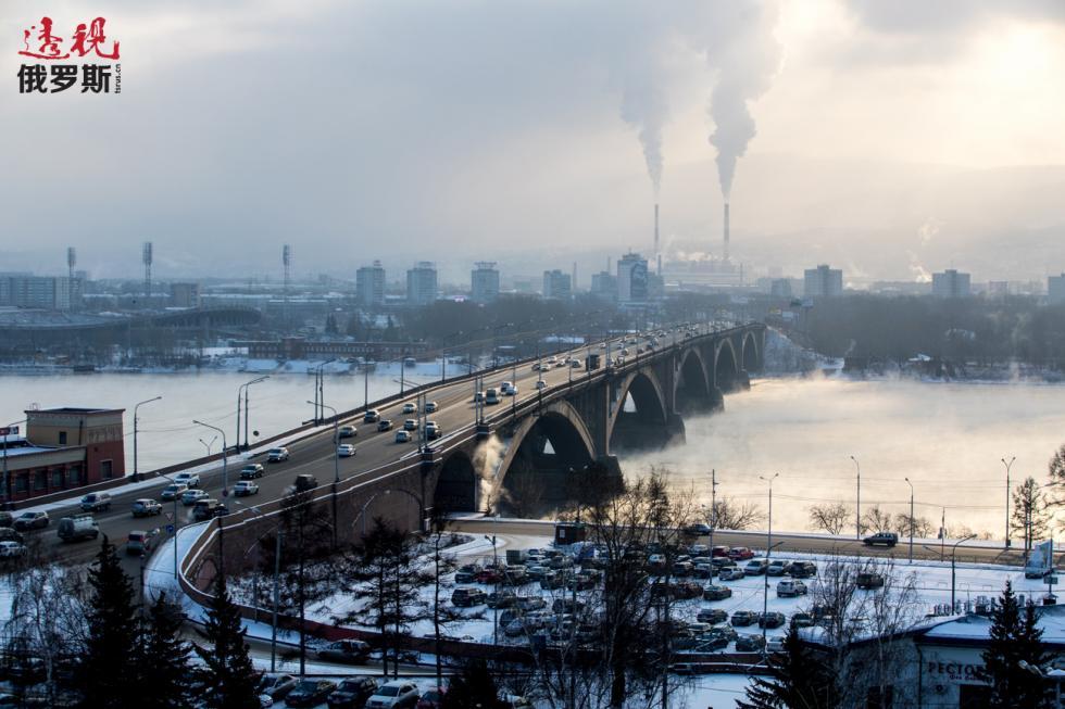 克拉斯诺亚尔斯克市政大桥。图片来源:Sergei Bobylev/塔斯社