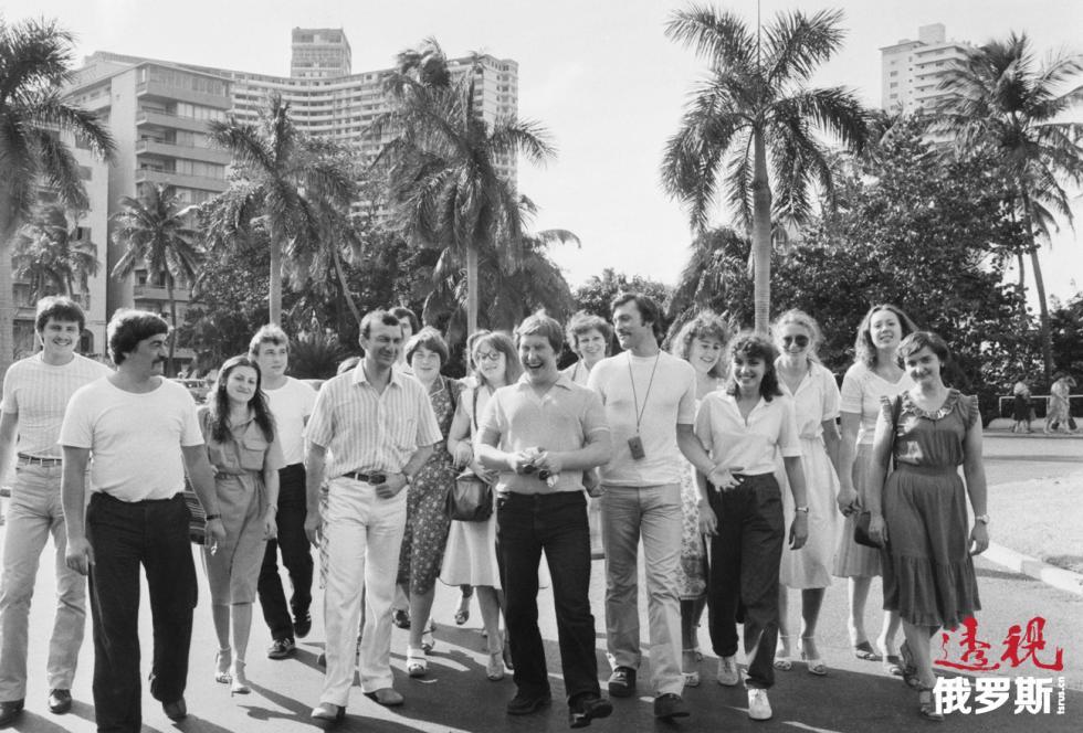 1983年,苏联游客在古巴首都哈瓦那。图片来源:Semyon Maysterman / 塔斯社
