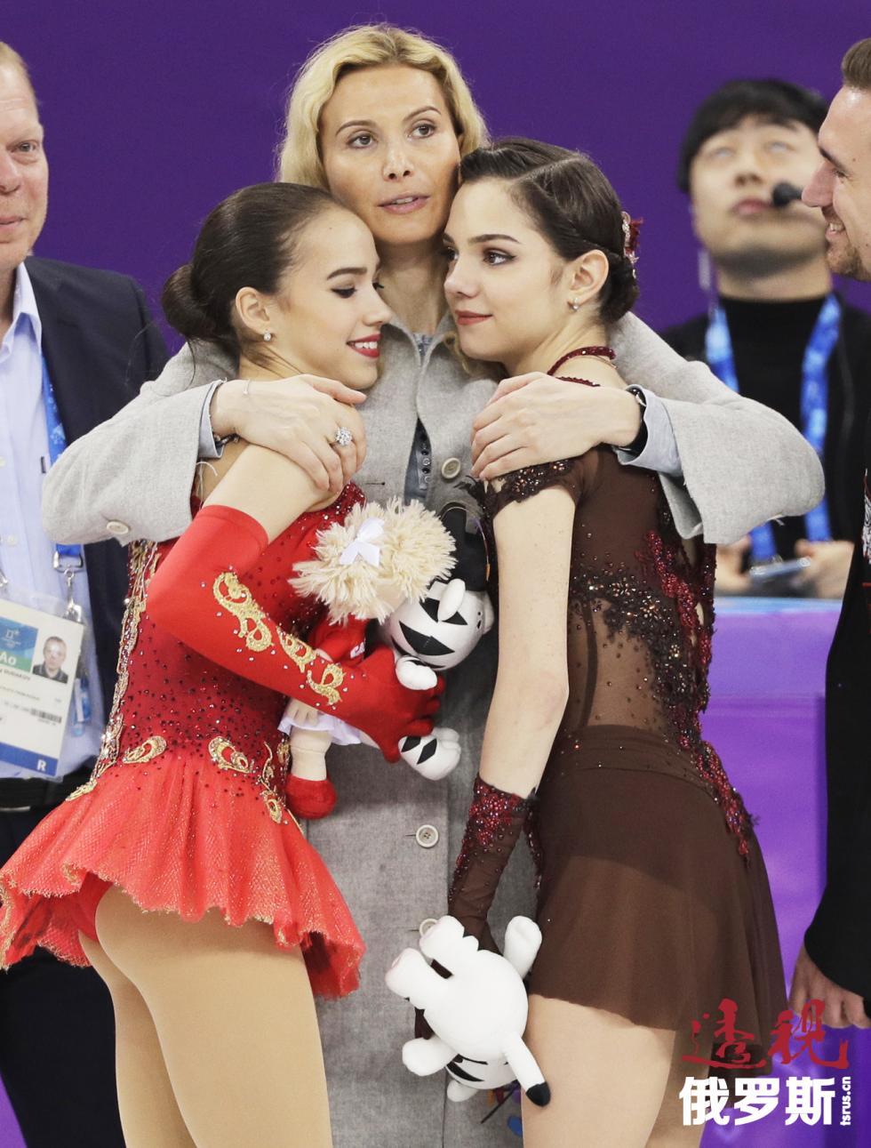 阿琳娜·扎吉托娃、埃杰里·图特别里泽与叶甫根尼娅·梅德韦杰娃。图片来源:AP