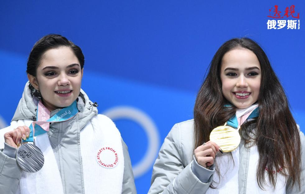 叶甫根尼娅·梅德韦杰娃与阿琳娜·扎吉托娃。图片来源:Aleksandr Vilf/俄新社