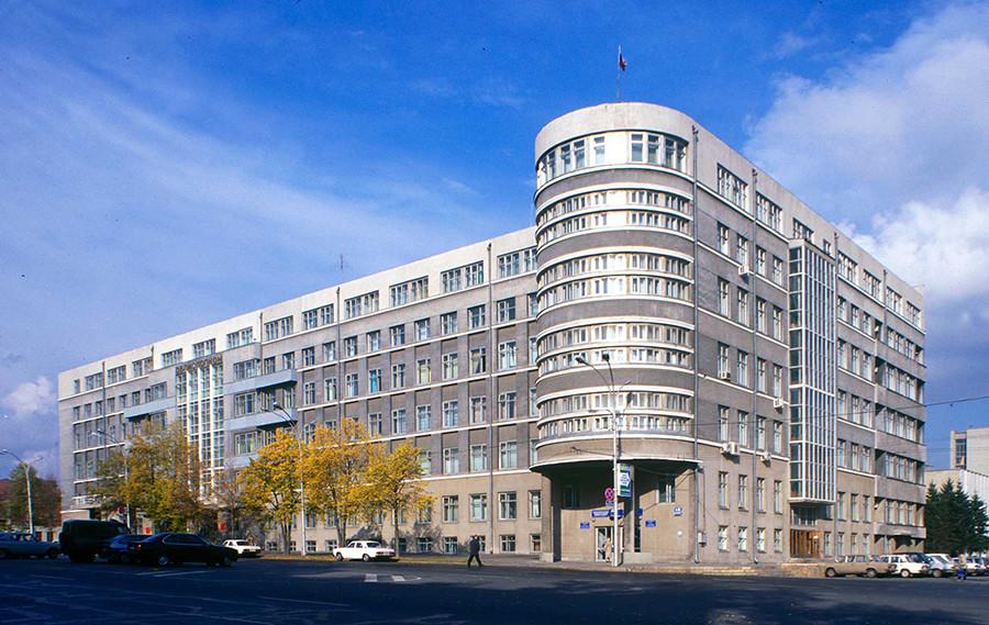 新西伯利亚边区执行委员会大楼(1932)。图片:1999年。摄影:William Brumfield