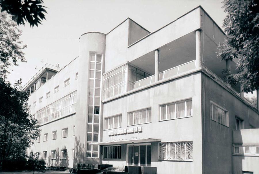 莫斯科利哈乔夫工人文化宫(1930)。图片来源:1994年。摄影:William Brumfield
