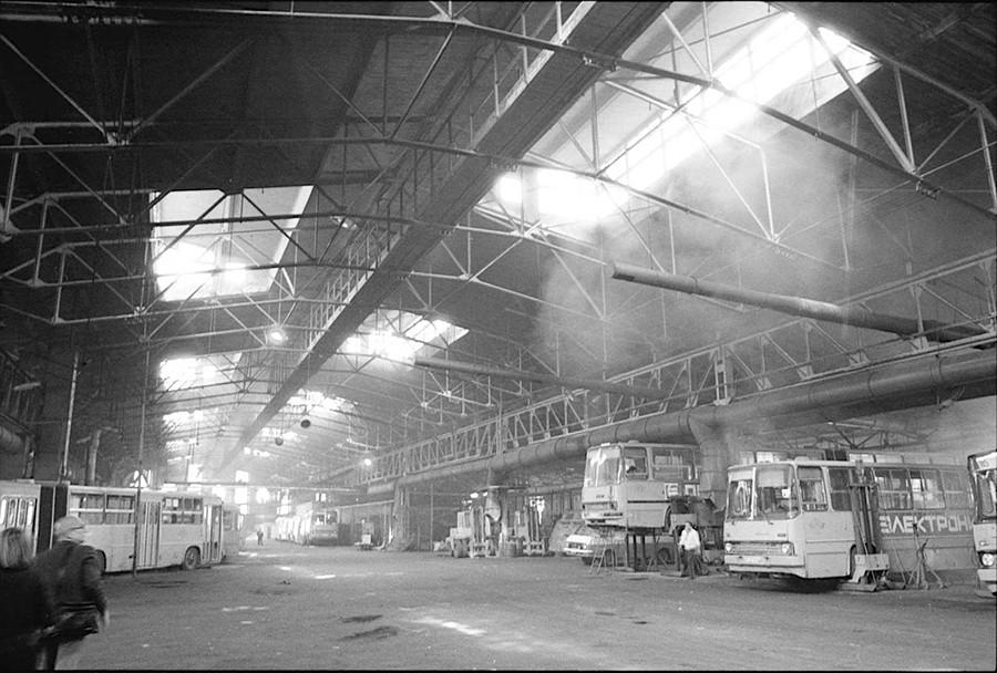 莫斯科巴赫梅捷夫街车库(1927)。图片:1994年。摄影:William Brumfield