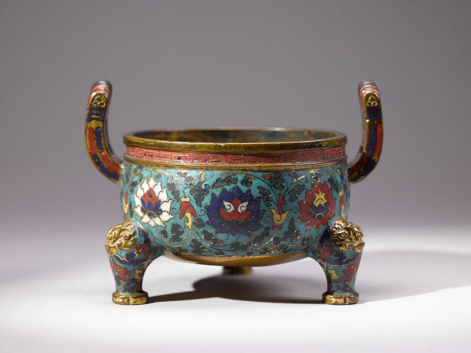烘炉,明代(1368-1644年),青铜,景泰蓝釉。上海博物馆。图片来源:Press photo