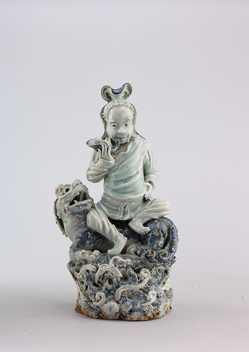 骑狮人陶俑,明万历年间(1573-1620年),陶瓷,雕塑造型,涂釉。上海博物馆。图片来源:Press photo