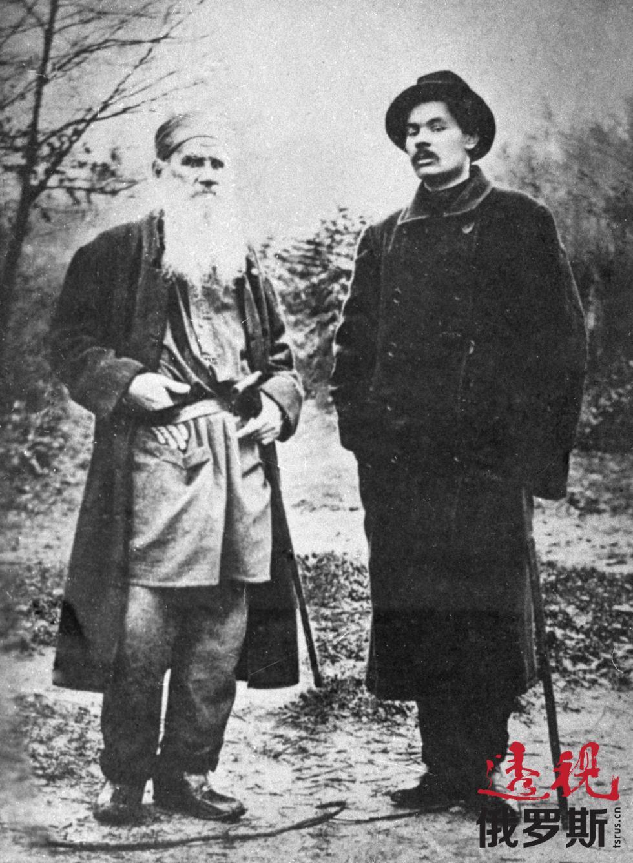 托尔斯泰与高尔基,1900年。图片来源:俄新社