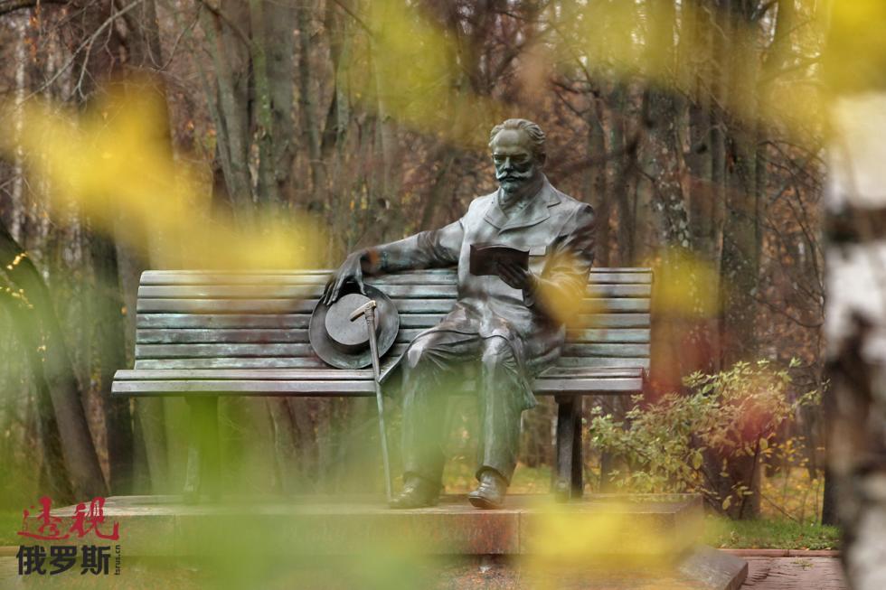 彼得·柴可夫斯基纪念像。图片来源:Ruslan Krivobok/俄新社
