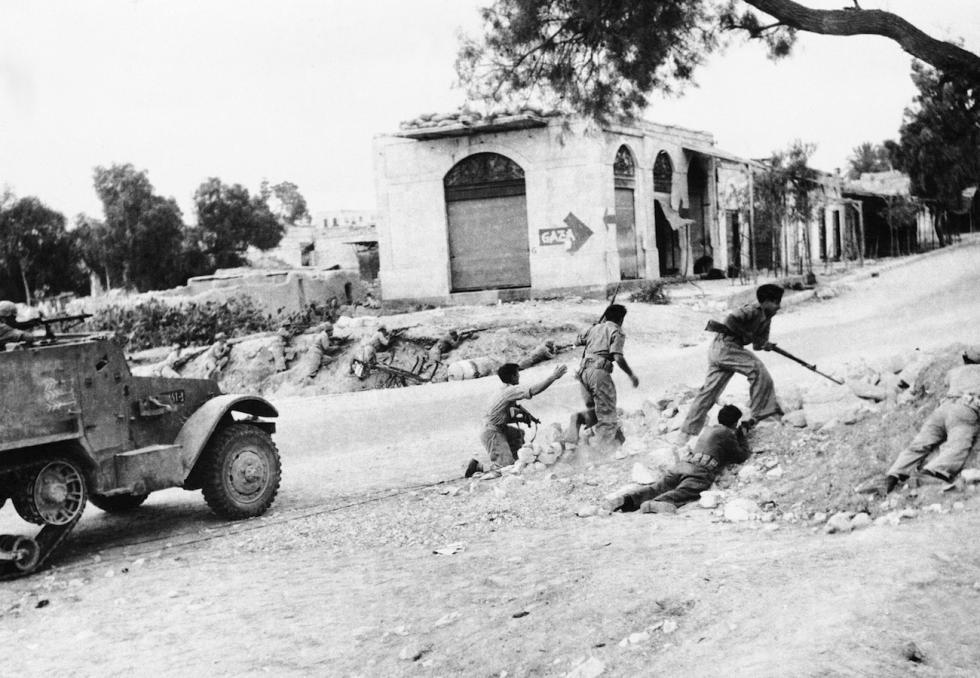 1949年1月6日。以色列兵士在巴勒斯坦内盖夫地区。图片来源:AP