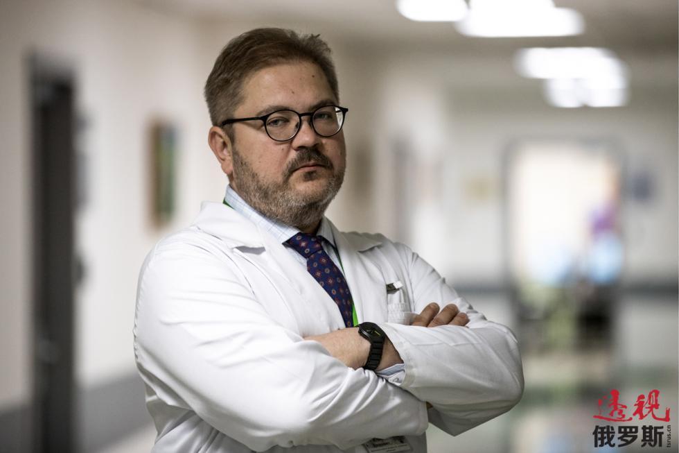 医疗模拟中心主任尤里·洛格温诺夫。图片来源:Sergey Savostyanov/塔斯社