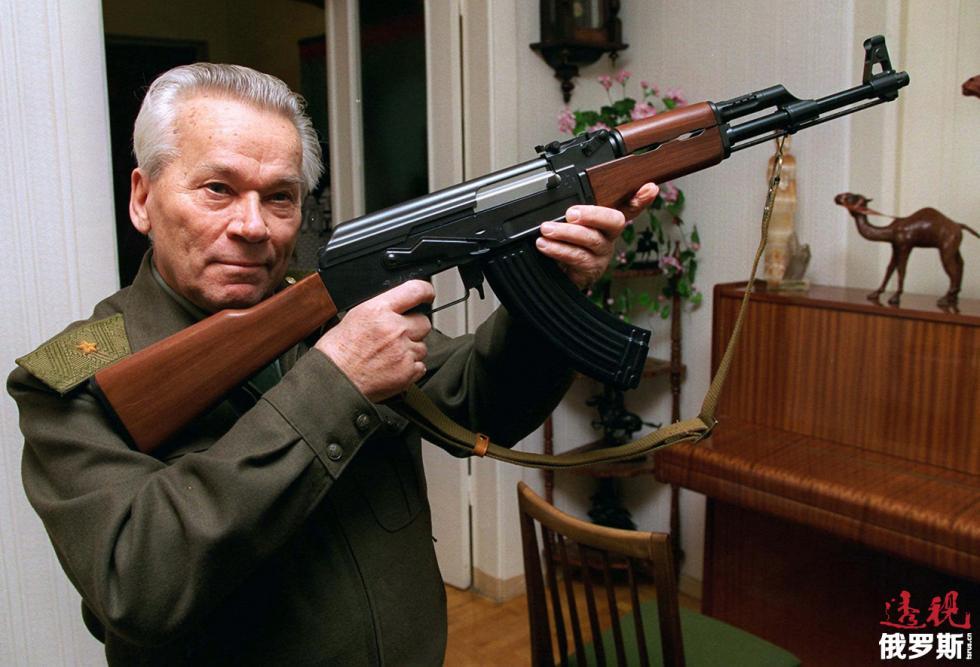 AK-47突击步枪的设计师米哈伊尔·卡拉什尼科夫 。图片来源:AP