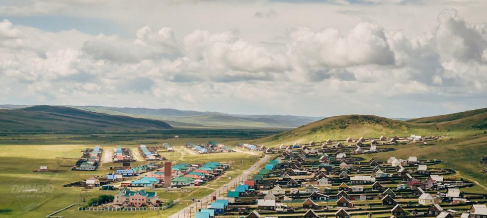 阿金斯科耶小镇。摄影:Daba Dabaev