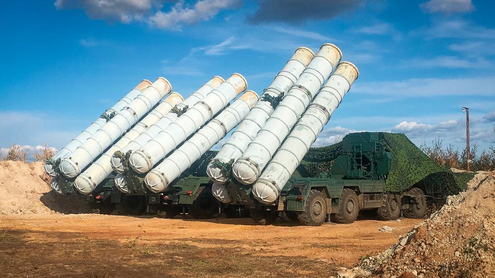 """S-400""""凯旋""""防空系统。 图片来源:俄新社"""