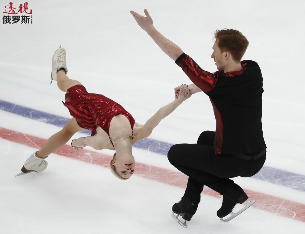 叶夫根尼娅·塔拉索娃与弗拉基米尔·莫罗佐夫。图片来源:AP