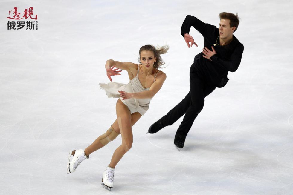 维克多利亚·西尼岑娜和尼基塔·卡察拉波夫。图片来源:AP