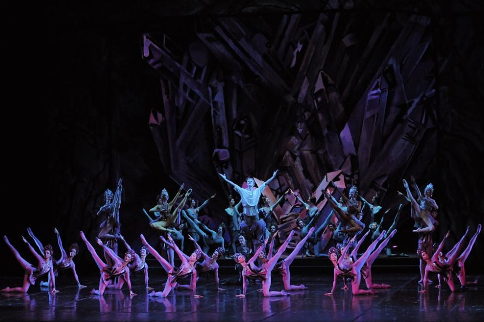 《石花》芭蕾舞剧。