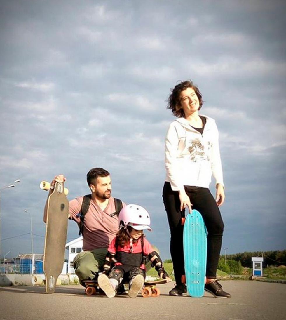叶尔马科夫家人:娜塔莉亚、安东和瓦西里萨。图片来源:instagram.com/vasilisa_board