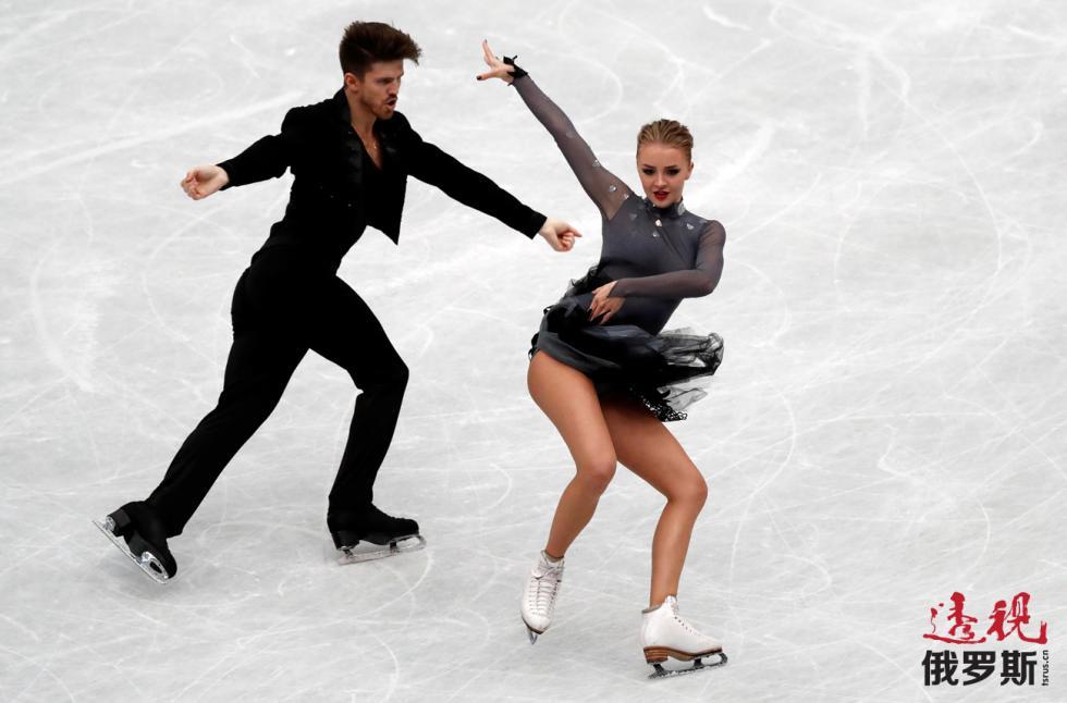 冰舞选手亚历山德拉·斯捷潘诺娃和伊万·布金。