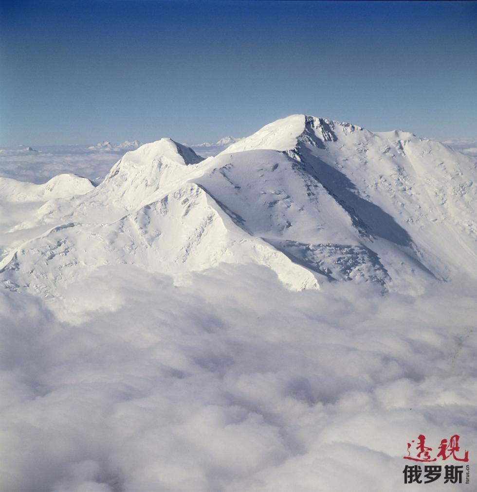 帕米尔高原列宁峰。图片来源:Viktor Chernov / 俄新社