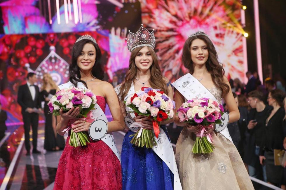 阿林娜·桑科于中间。图片来源:missrussia.ru