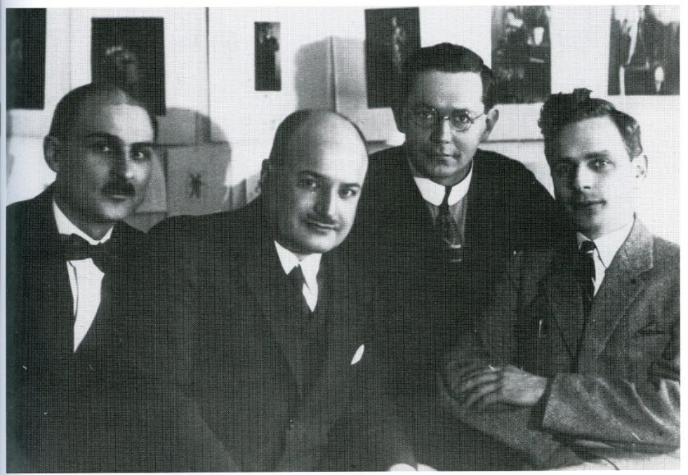阿列克谢耶夫与其他汉学家(阿列克谢耶夫在中间)。 图片来源: synologia.ru