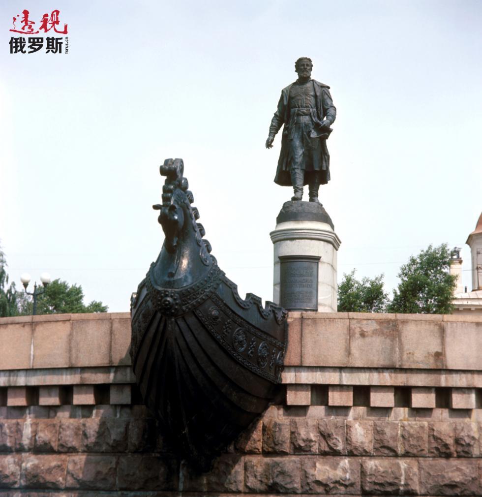 在于特维尔市的阿法纳西·尼基京纪念像。图片来源:Maks Alpert / 俄新社