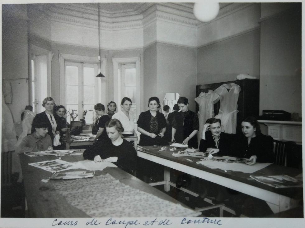 女子职业学校的缝纫技艺课,1935年。 图片来源: Katya Knyazeva/LSE Archive