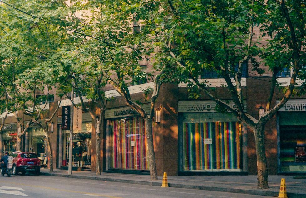 今日的高纳公寓(Grosvenor Gardens)的商业区开。 图片来源:Katya Knyazeva