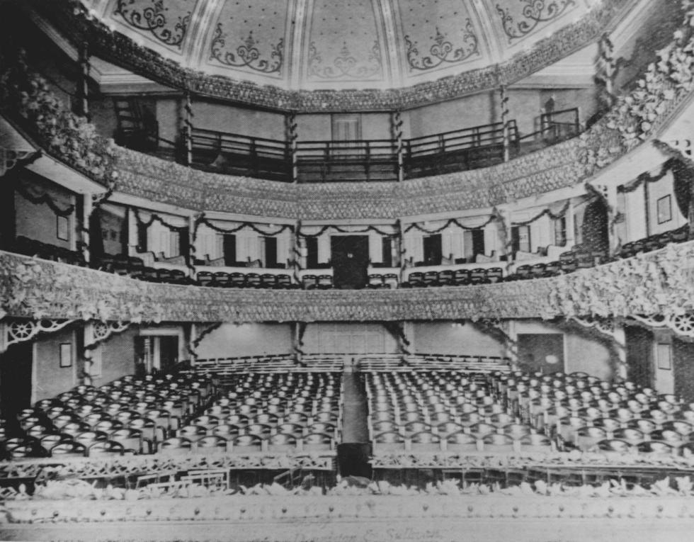 1910年代老兰心大戏院的内部装饰。 图片来源: 上海市档案馆。