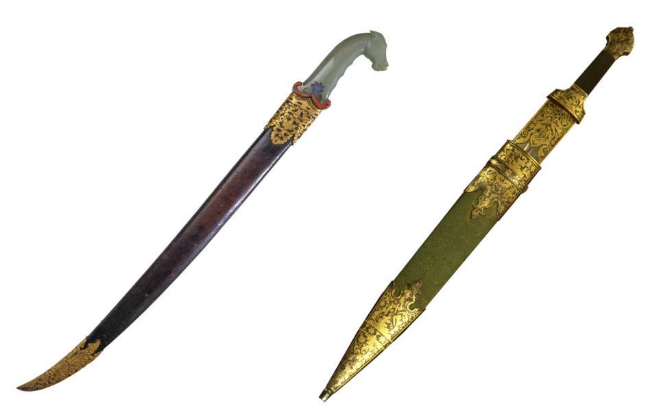左侧:清代短剑。右侧:俄罗斯短剑 。