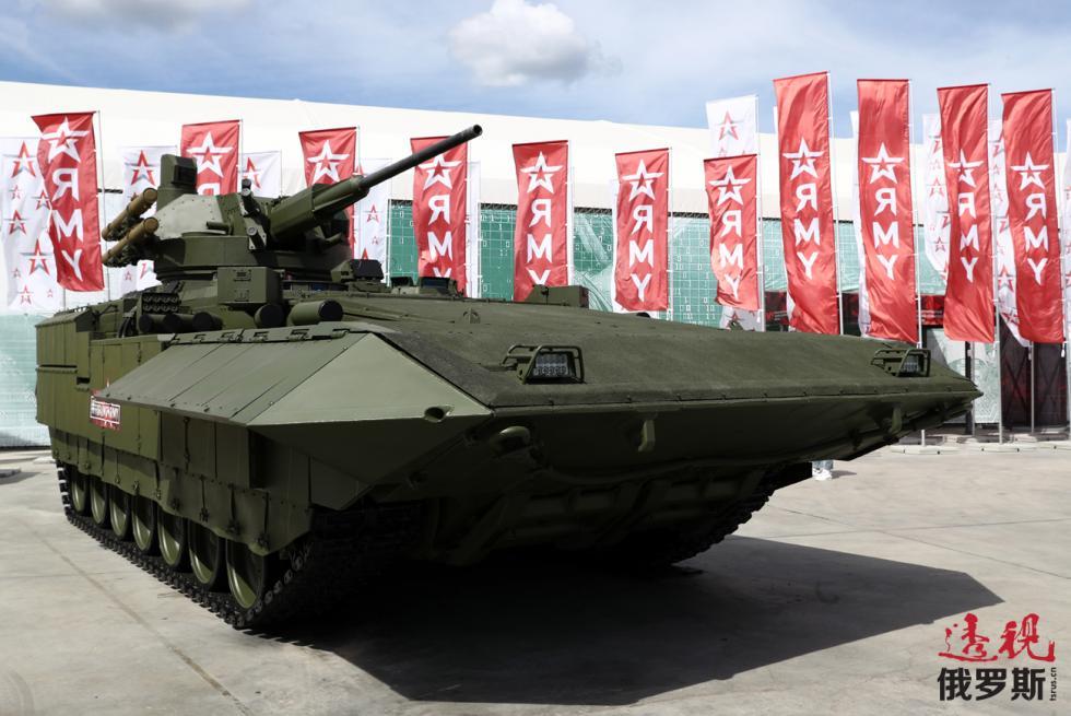 """以""""阿玛塔""""(Armata)平台为基础建造的T-15重型步兵战车。图片来源:Stanislav Krasilnikov / 塔斯社"""