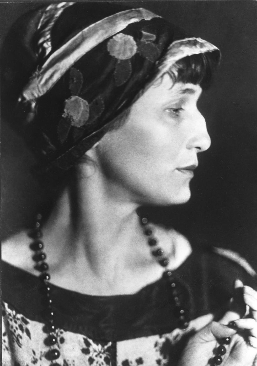 安娜·阿赫玛托娃,1922年。图片来源:Moisey Nappelbaum / 俄新社