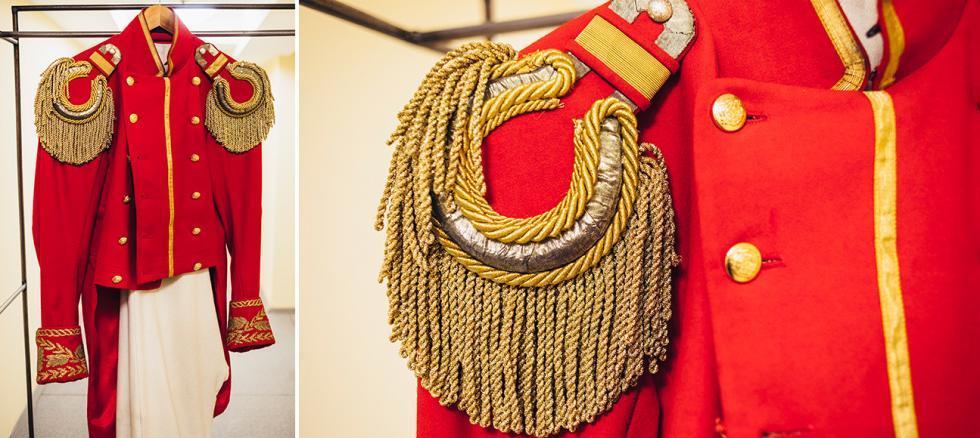 亚历山大·普希金的《黑桃皇后》中军官的服装。摄影:Mark Boyarsky