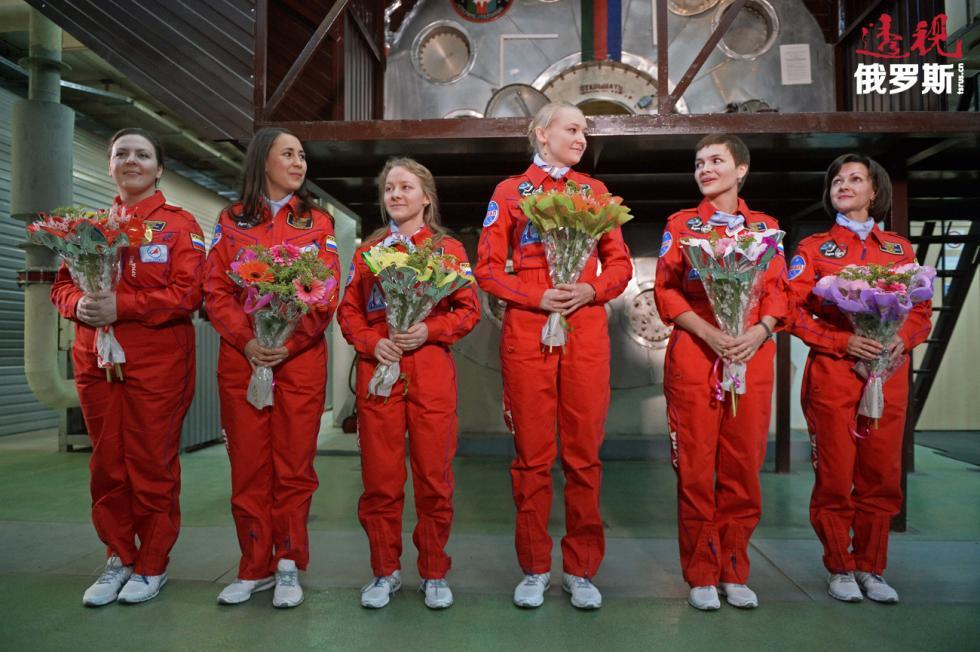 """""""月球-2015""""(Luna-2015)全女性队员月球模拟飞行实验的成员。图片来源:Kirill Kallinikov / 俄新社"""