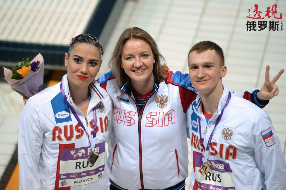 玛雅·古尔班别尔季耶娃、加纳·马克西莫娃与亚历山大·马尔采夫。图片来源:Maksim Bogodvid / 俄新社
