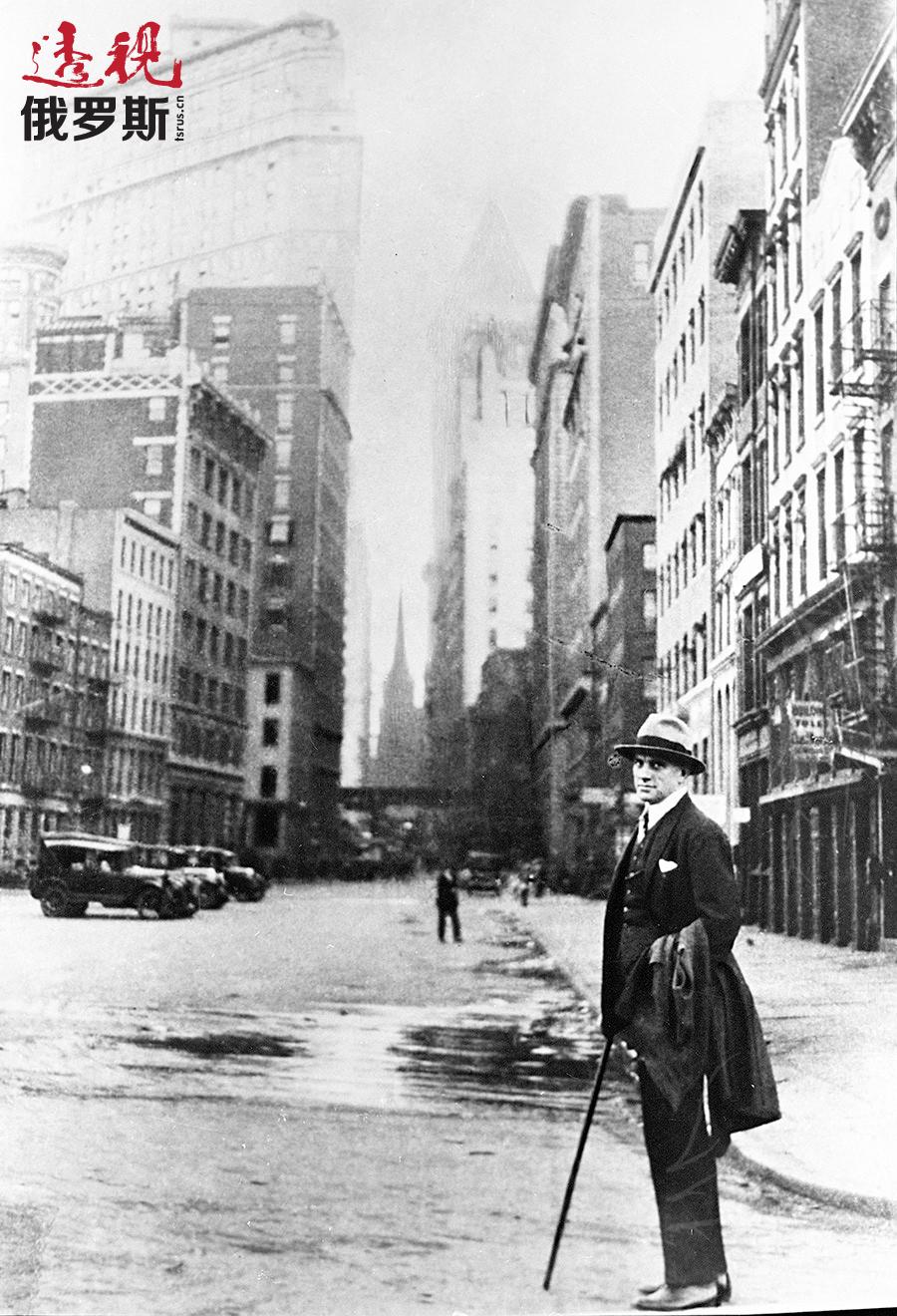 1925年,弗拉基米尔·马雅可夫斯基在美国纽约。图片来源:俄新社