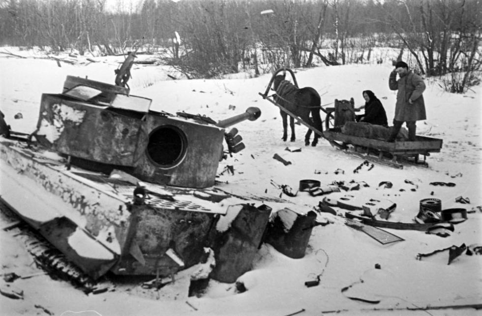 1944年,德国法西斯打破的坦克/ Vsevolod Tarasevich