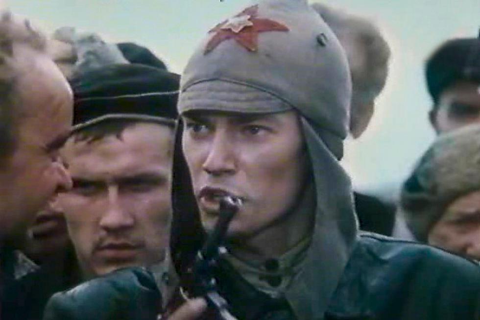 《钢铁是怎样炼成的》电影中的镜头。图片来源:Nikolai Mashchenko/Dovzhenko film studio, 1975