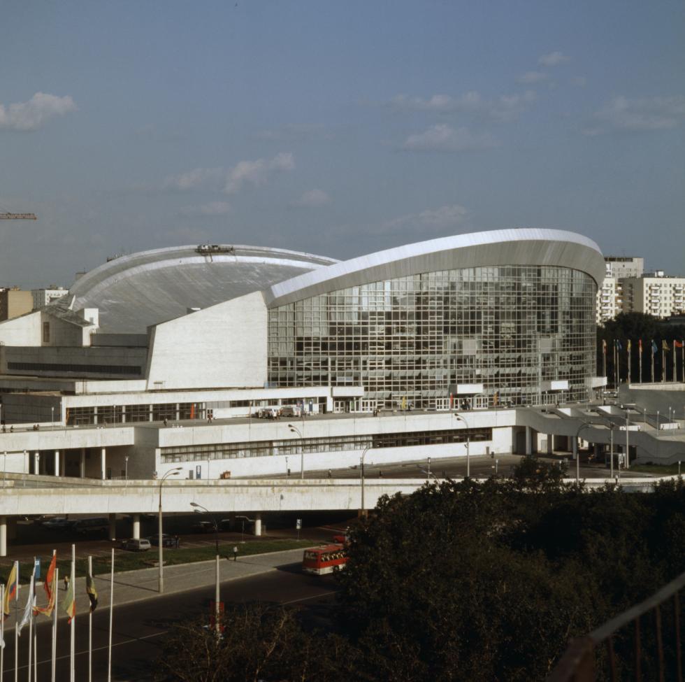 """莫斯科""""奥林匹克""""体育馆旁边的游泳馆。图片来源:Vyacheslav Un Da-Sin / 塔斯社"""